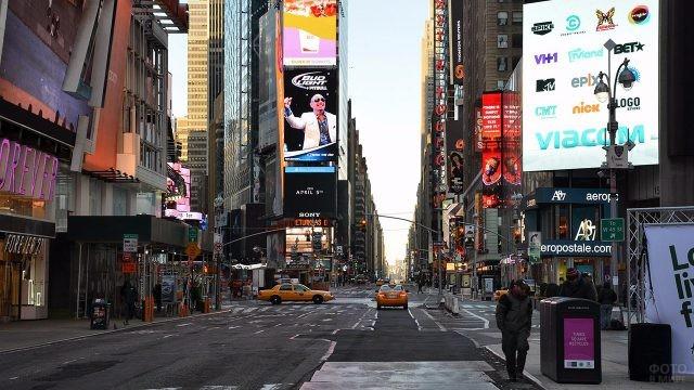 Опустевшая ранним утром площадь Таймс-сквер