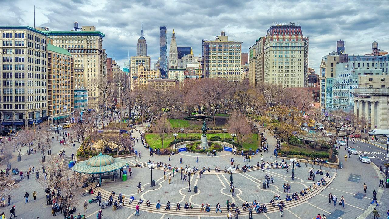 Панорама Юнион-сквер на пересечении Бродвея и 14-й улицы