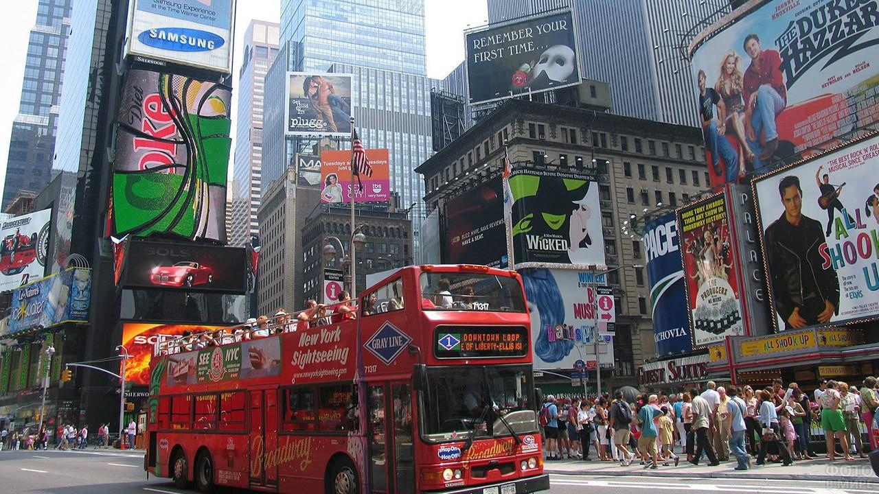 Туристический автобус на Таймс-сквер