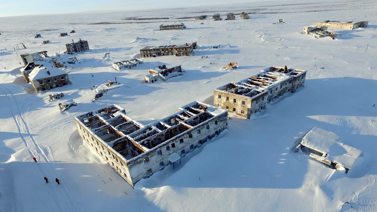 Остатки домов города Хальмер-Ю