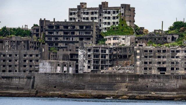 Заросший город в Японии