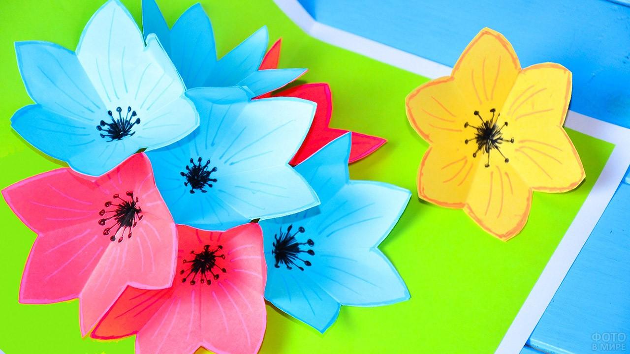 Самодельная открытка с объёмными поп-ап цветами