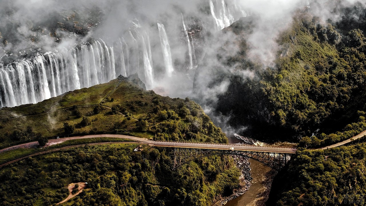 Панорама моста на фоне водопада Виктория