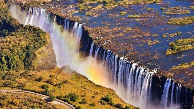Радуга на панораме водопада Виктория