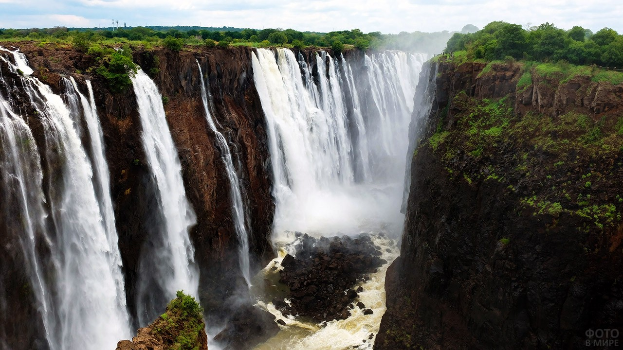 Ущелье с водопадом Виктория