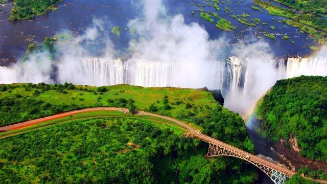 Величественная панорама водопада Виктория с высоты птичьего полёта