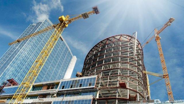 Краны на строительстве современных зданий