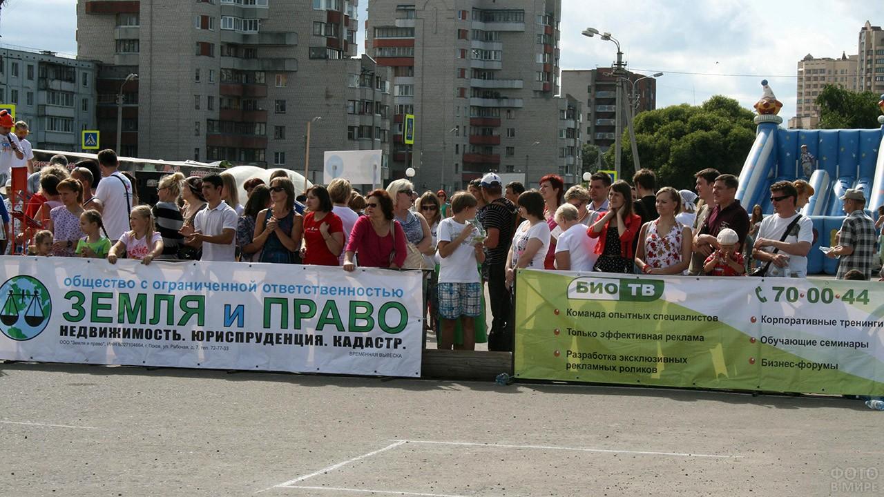 Митинг в День строителя в Пскове
