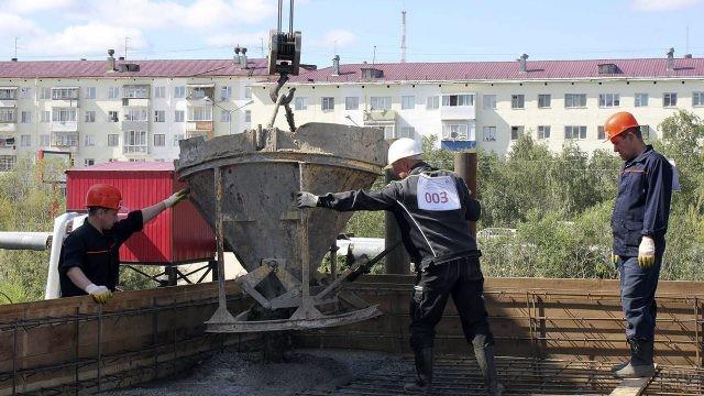 Участники соревнований по профмастерству среди строителей