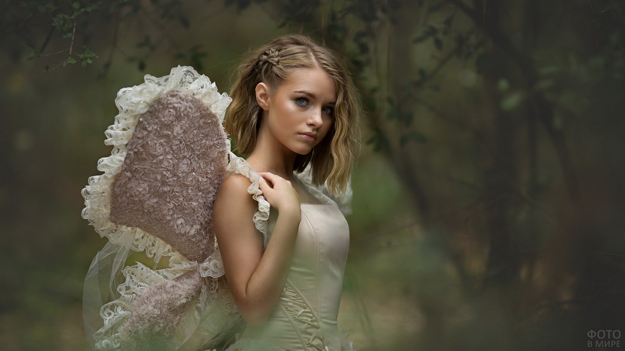 Ангел в туманном лесу