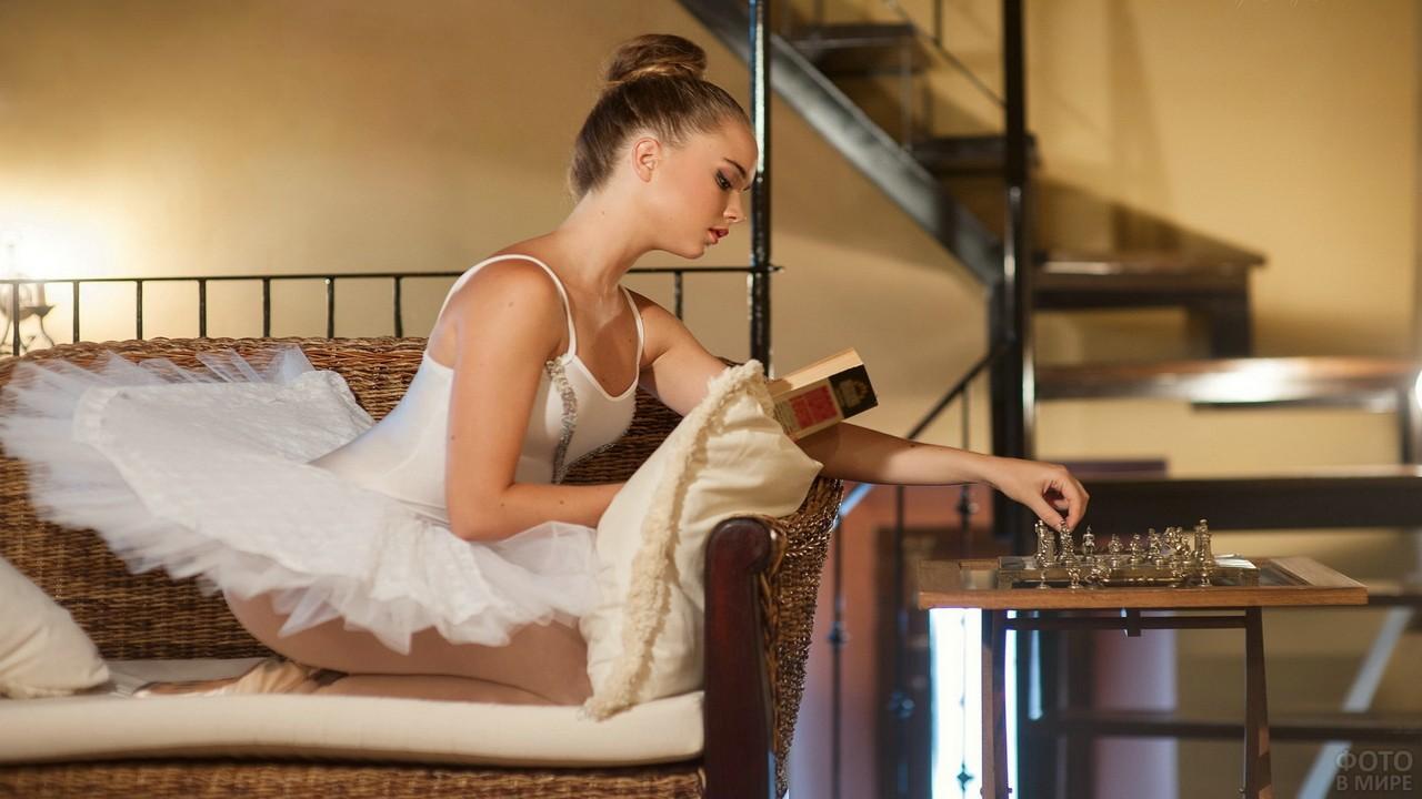 Балерина играет в шахматы