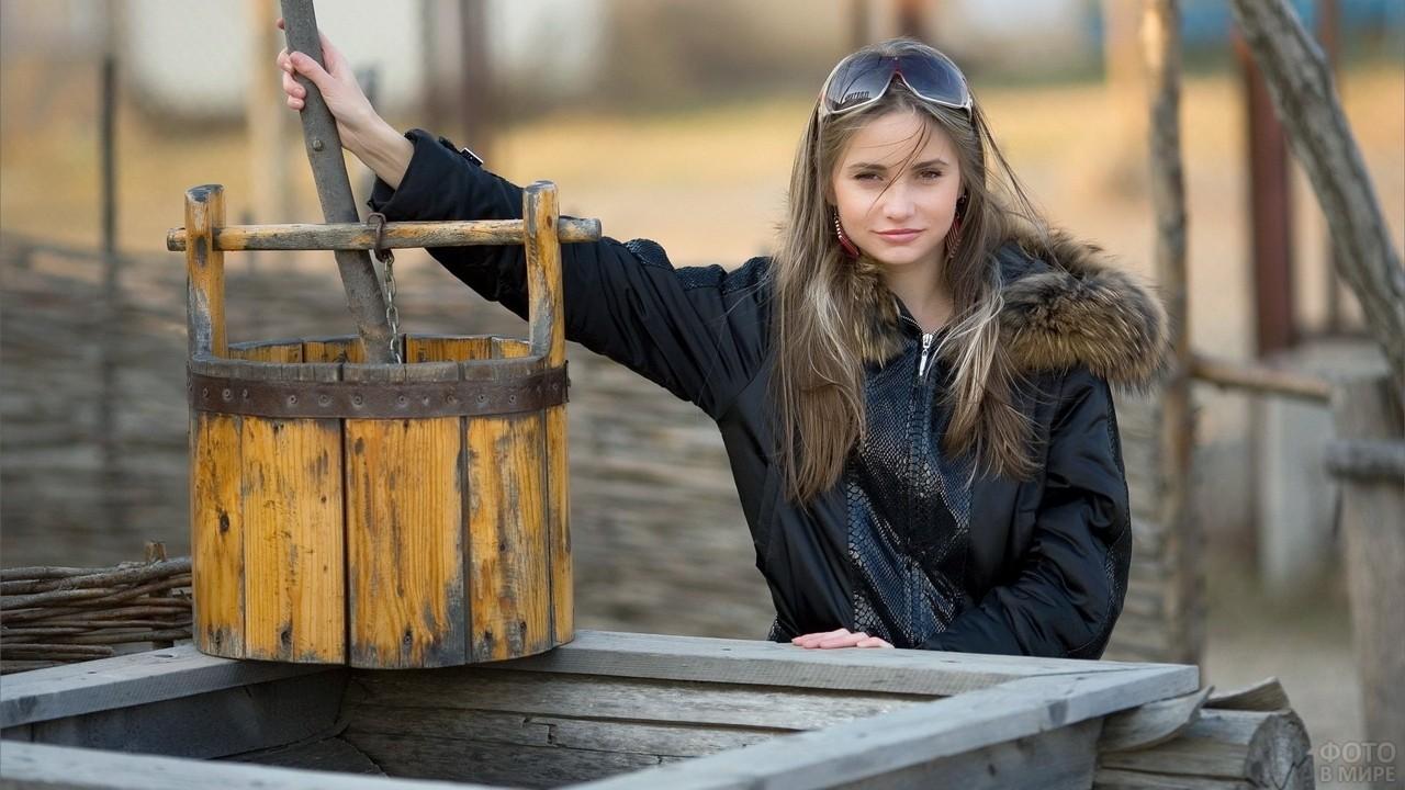 Ирина Буромских у старого колодца