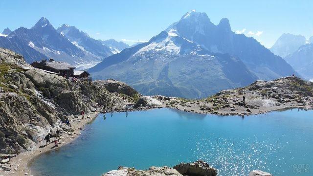Бирюзовое озеро с прекрасным видом