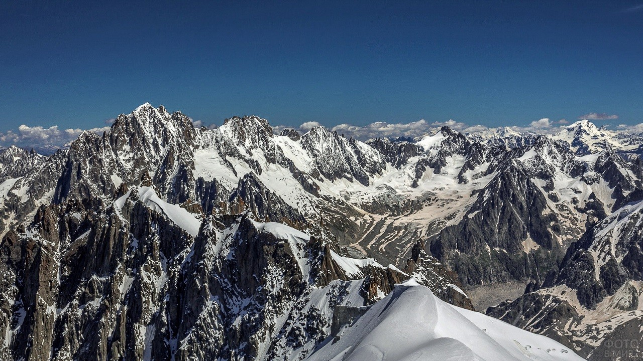 Скалистые вершины гор
