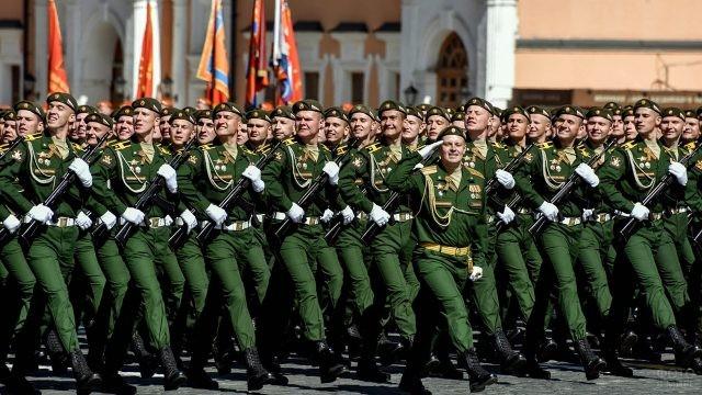 Колонна войск РХБЗ на Красной площади