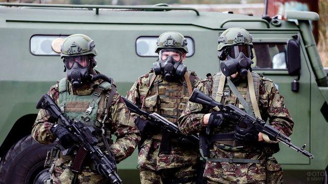 Трое бойцов спецназа РХБ защиты