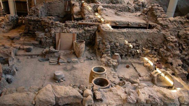 Археологические раскопки на мысе Акротири острова Санторини