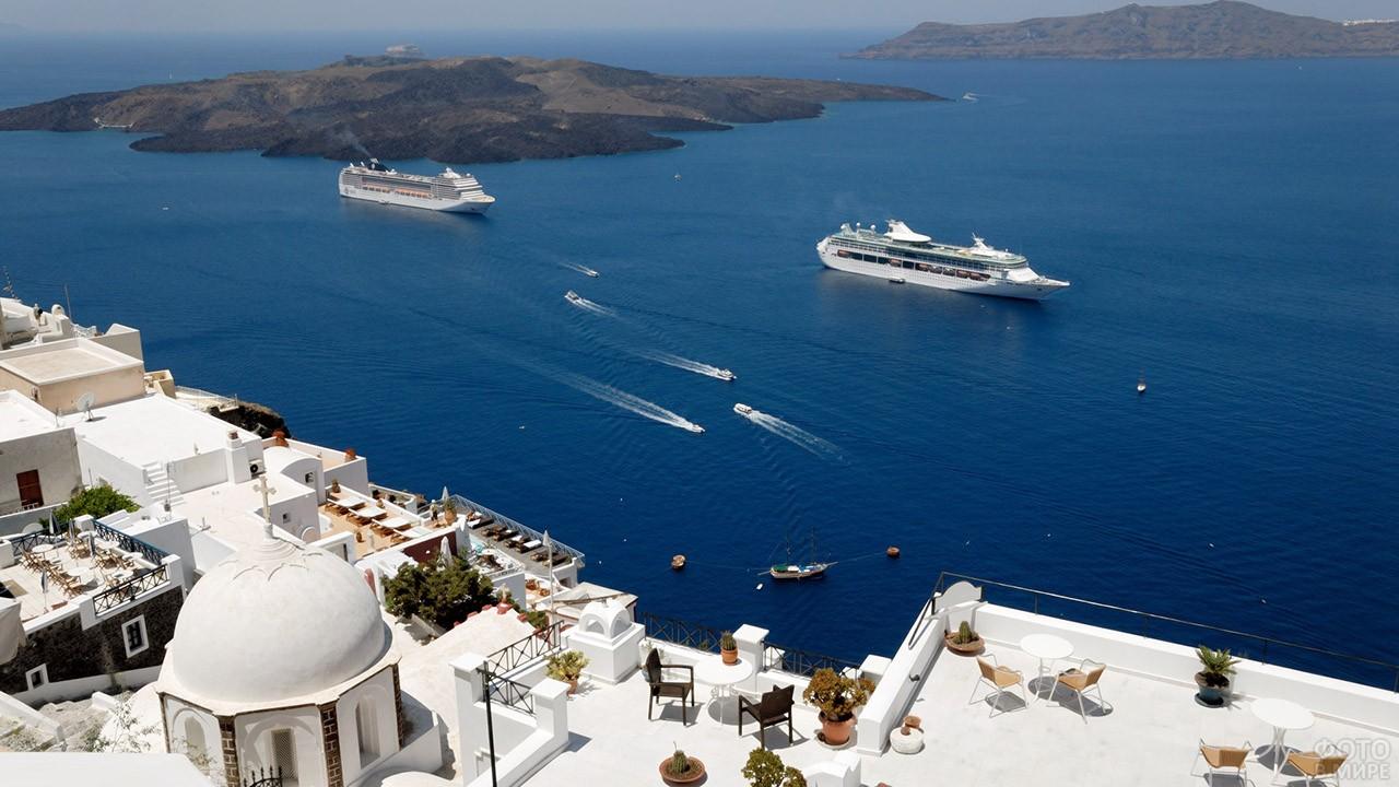 Корабли у острова Санторини