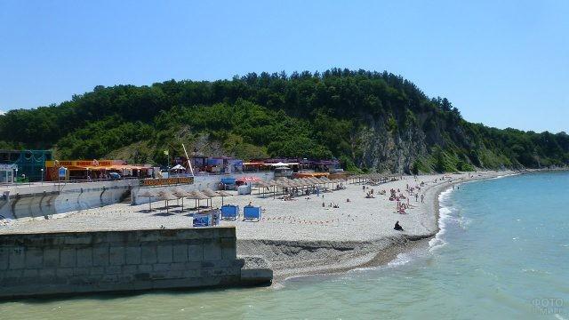 Пляж в Ольгинской бухте