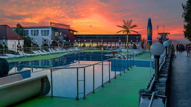 Закат над аквапарком Десятое королевство
