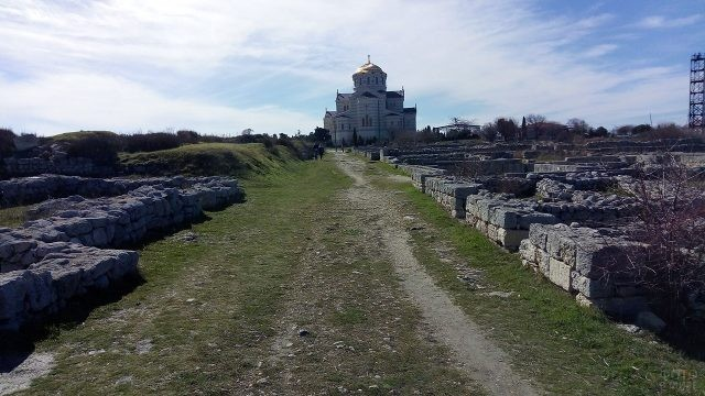 Храм в Херсонесе - место крещения Князя Владимира