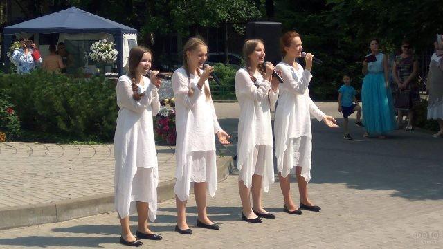 Юные исполнительницы православных произведений