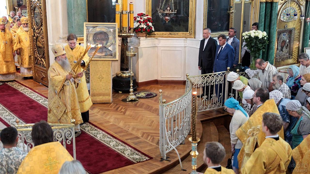 Торжественное богослужение в православном храме