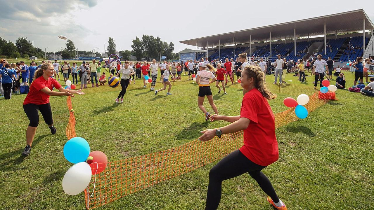 Городской праздник в День физкультурника на стадионе в Выборге