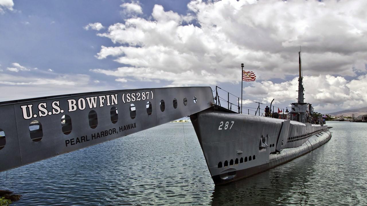 Трап на корабль-музей в гавани Пёрл-Харбор