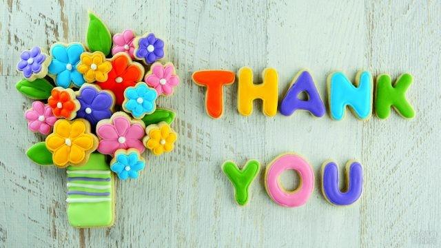Пряники в виде букета цветов и слова Спасибо по-английски