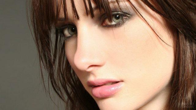 Фотомодель Сьюзан Коффи с ярким макияжем глаз