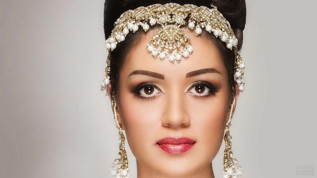 Индийский свадебный макияж на лице