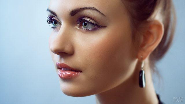 Красивый профиль девушки