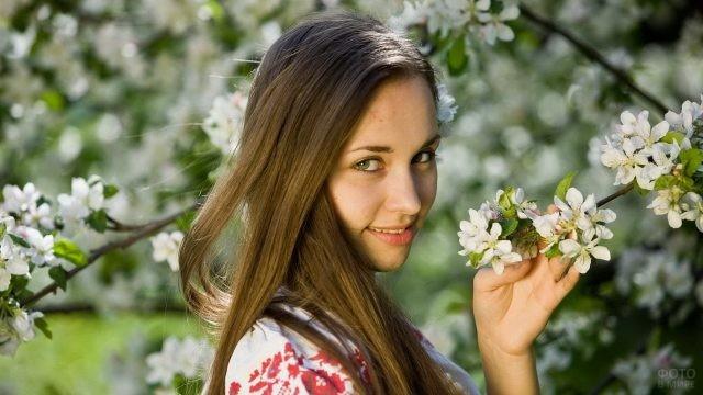 Лицо девушки весной