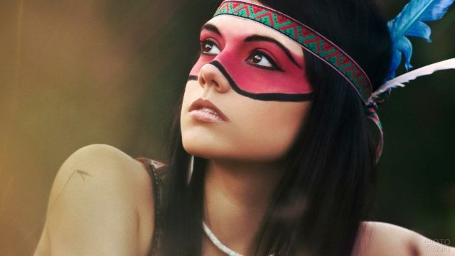 Раскраска индейца на лице девушки