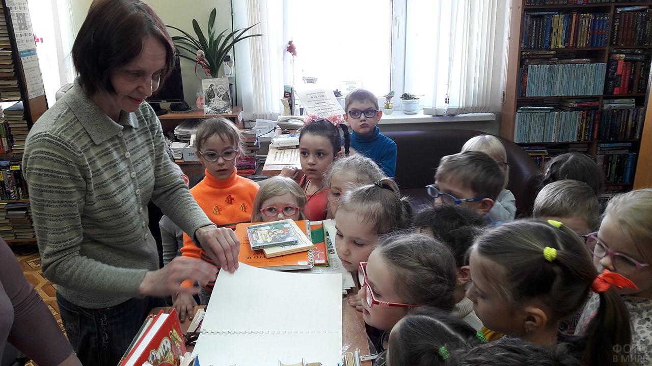 Дети с нарушениями зрения в библиотеке на Уроке добра