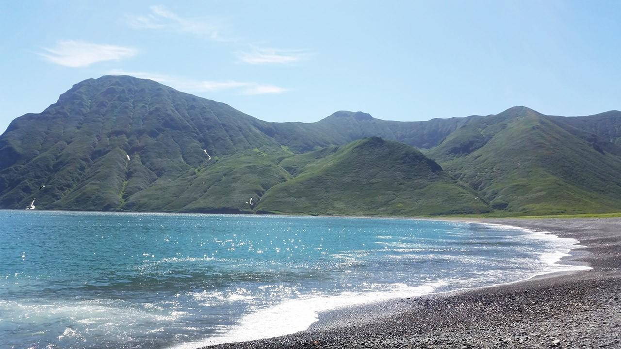 Дикий пляж в бухте Карамыш