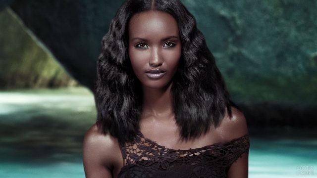 Гламурная африканка в морском гроте