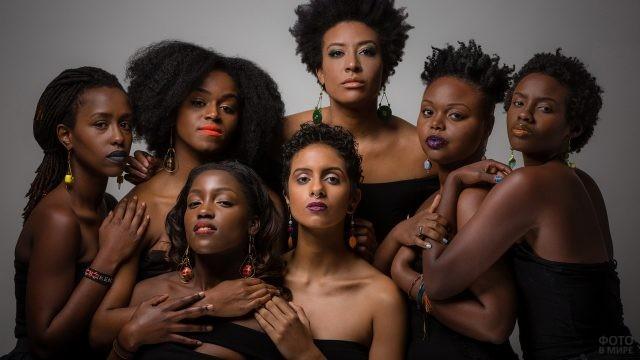 Негритянские девушки с разноцветными губами