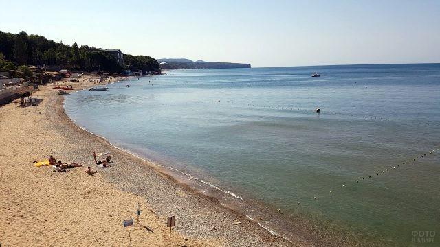 Панорама песчаного пляжа