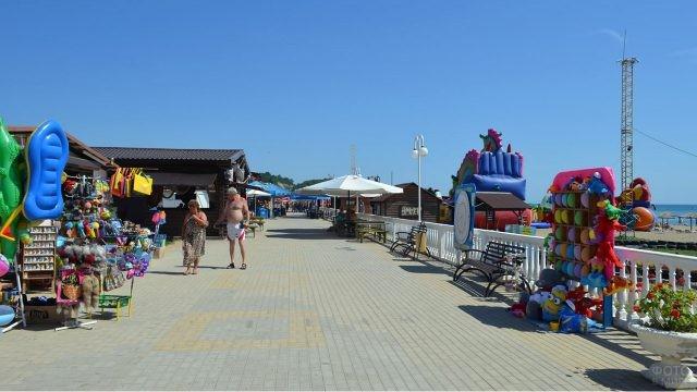 Сувениры и развлечения на набережной