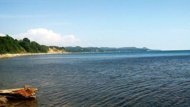 Вид на Тенгинскую бухту с дикого пляжа