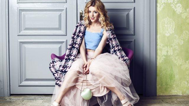 Юлианна Караулова в пышной розовой юбке
