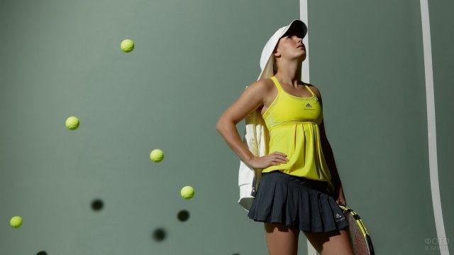 Теннисистка в чёрной юбке