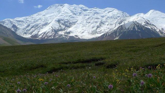 Красивая горная природа Таджикистана