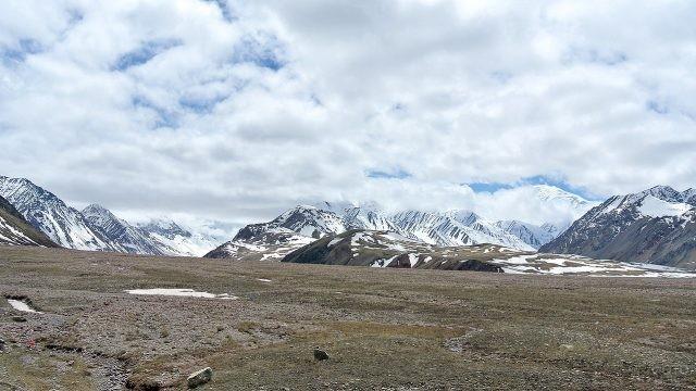 Облака, закрывающие вершины ледяных гор
