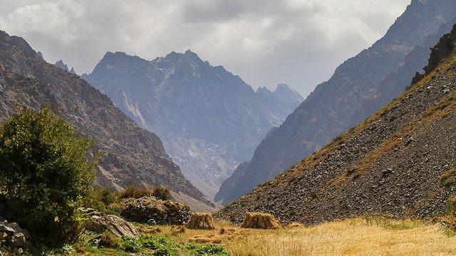 Пейзаж красивых гор в Таджикистане