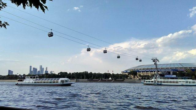 Канатная дорога, идущая через Москву-реку