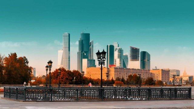 Вид на Москва-Сити с Воробьёвской набережной