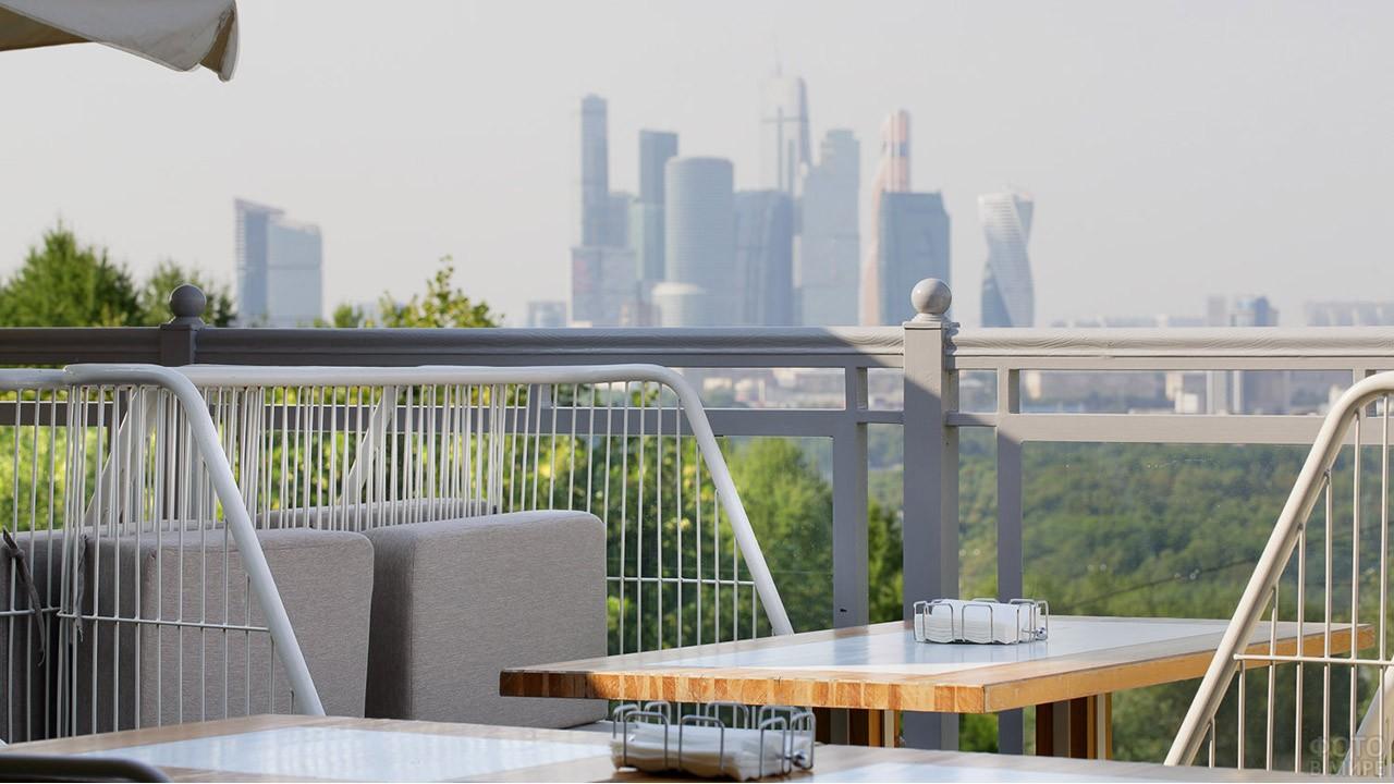 Вид с террасы ресторана Воробьи